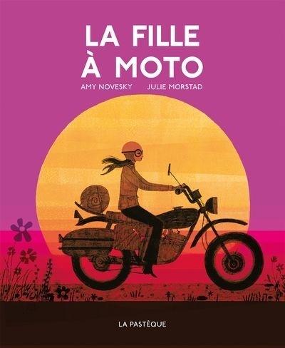 La fille à moto